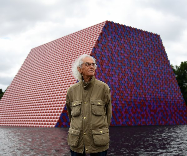 Christo, artist known for wrapping landmarks, dies at 84
