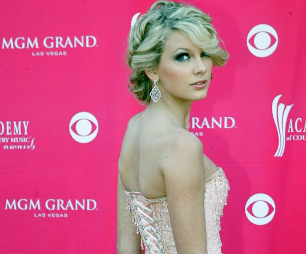 Taylor Swift: Photos of the singer through the years