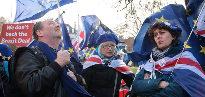 Demonstrators for and against Brexit protest in London