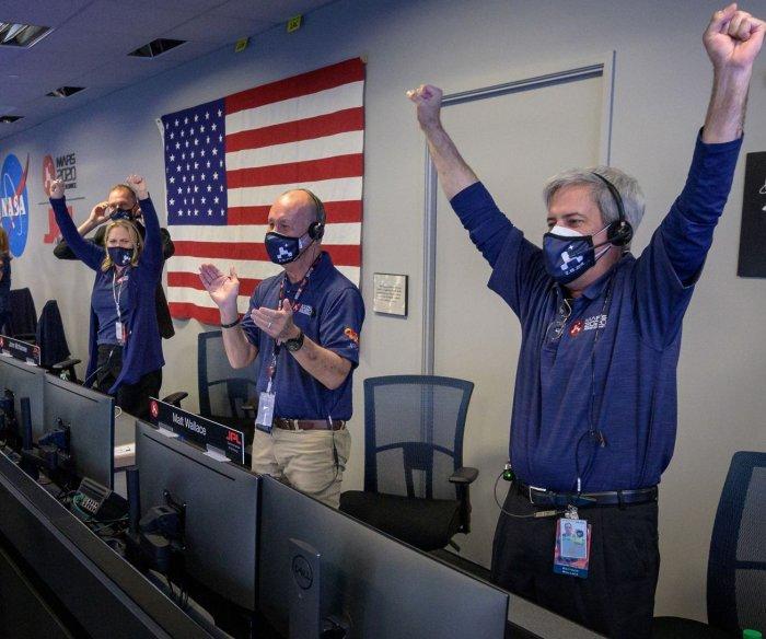 Scenes from Perseverance landing on Mars