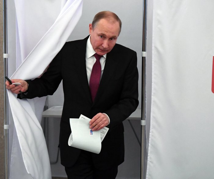 Russians head to polls to re-elect Putin