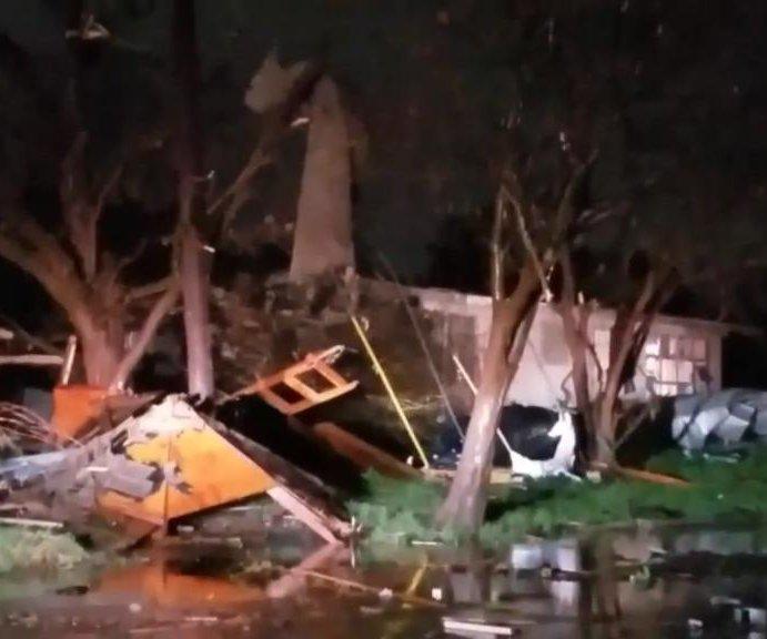 San Antonio storm damages 100 buildings, thousands lose power