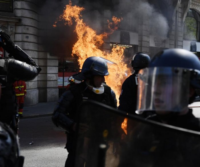 Fires, teargas highlight another round of Yellow Vests protests in Paris