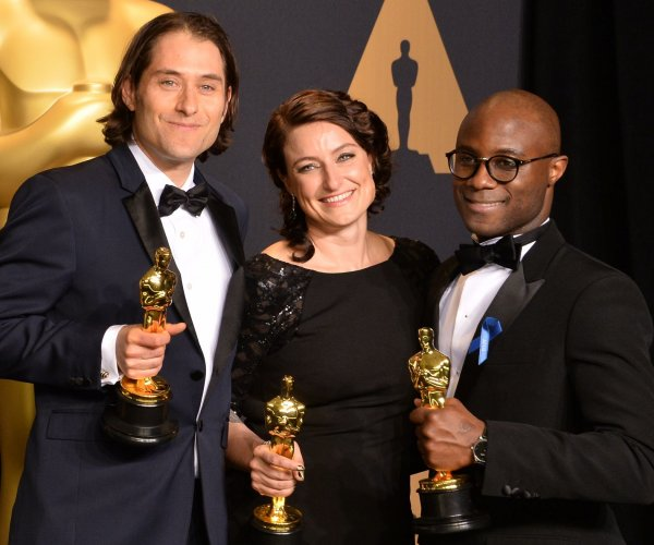 Oscars accountants apologize for blunder, vow to investigate