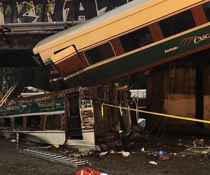 At least 3 dead after Amtrak train crashes onto I-5 near Seattle