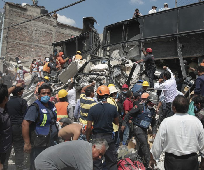 Mexico quake: Race to find missing children at crumbled school