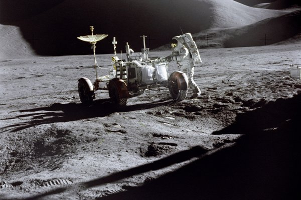Astronauts, not robots, essential to getting answers on the moon