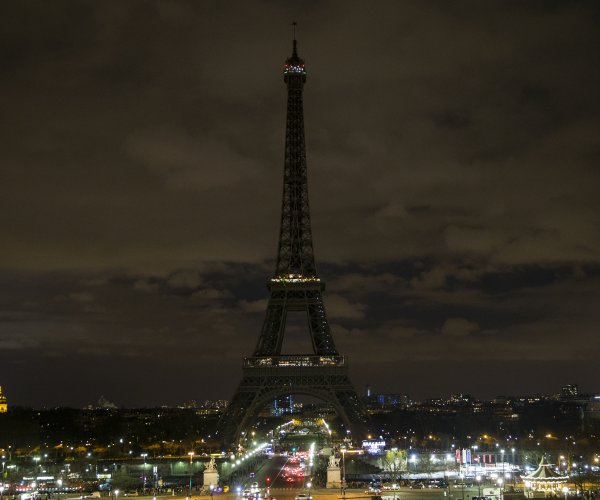 Landmarks to go dark Saturday night for 'Earth hour'