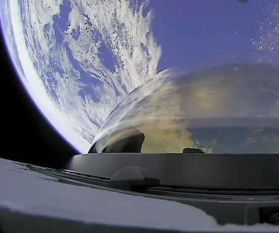 Inspiration4 crew circles the Earth on mission's first full day