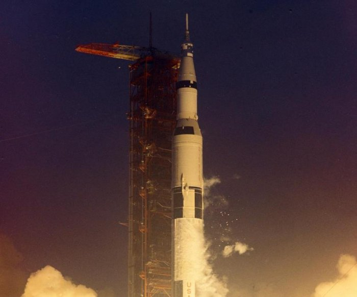 Apollo 12 anniversary marks first U.S. return to the moon