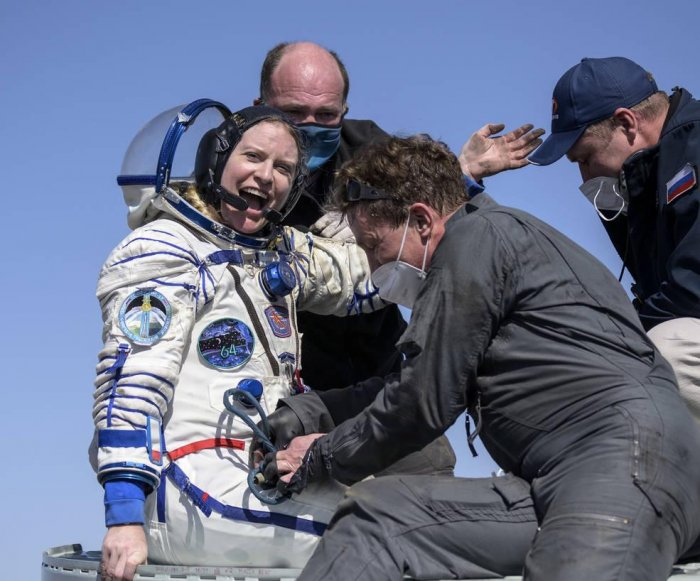 NASA astronaut, cosmonauts, return to Earth from space station