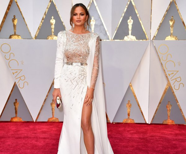 Stars shine in white at 89th annual Academy Awards