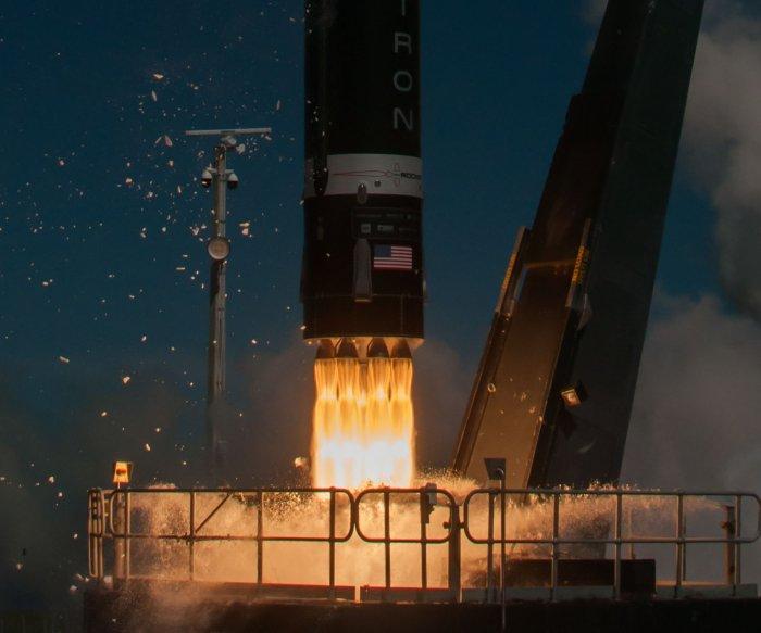 Rocket Lab plans new Neutron rocket, intends to go public