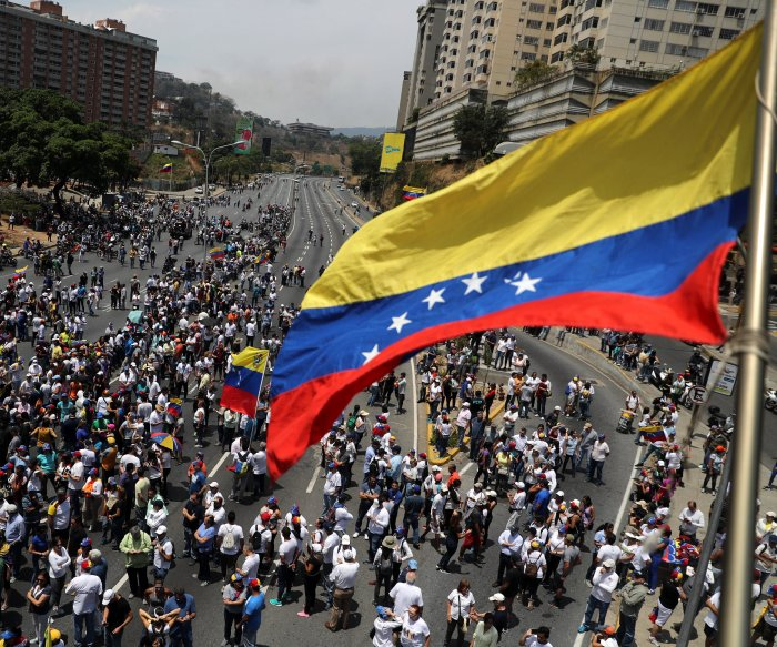 U.S. offers to lift sanctions from Venezuela for power-sharing deal