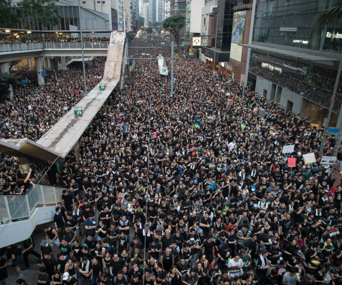 Protesters seek Hong Kong leader's ouster despite apology on extradition plan