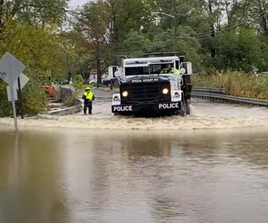 Major nor'easter pounds N.Y., N.J.; both states see heavy rains, floods