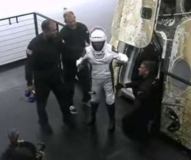SpaceX's civilian crew on Inspiration4 splashes down off Florida