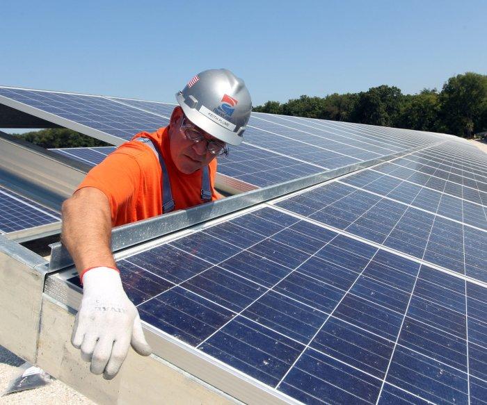 U.S. solar power group says it sees headwinds ahead