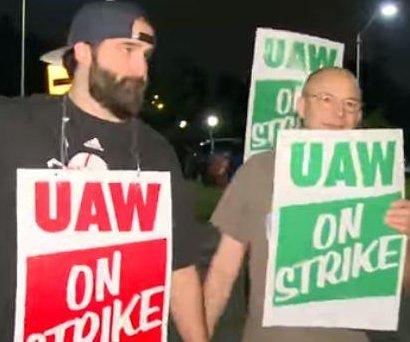 UAW labor strike: Picketers block Michigan GM plant