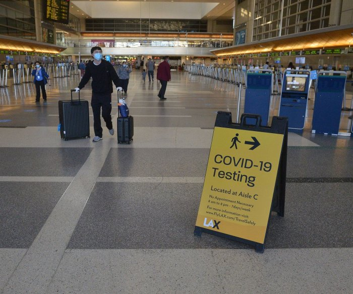 U.S. to admit vaccinated foreign travelers with negative COVID-19 test