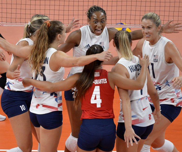 U.S. women's volleyball through to semis with win over Dominican Republic