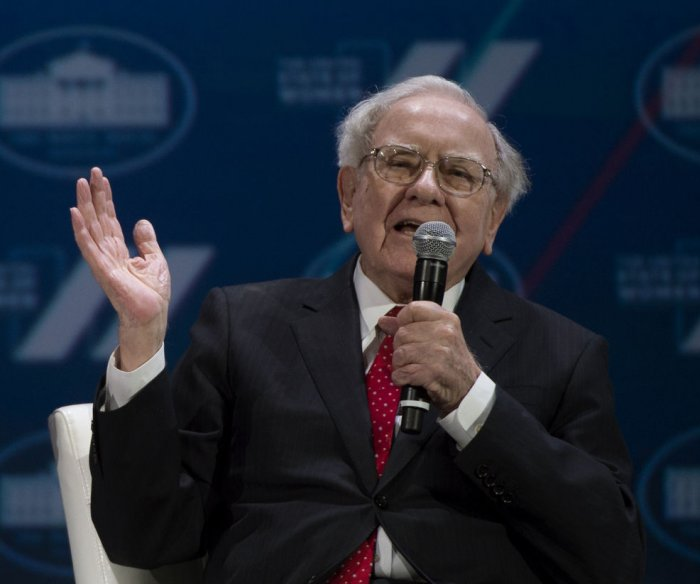 Warren Buffett praises 'ambitious immigrants' in optimistic annual letter