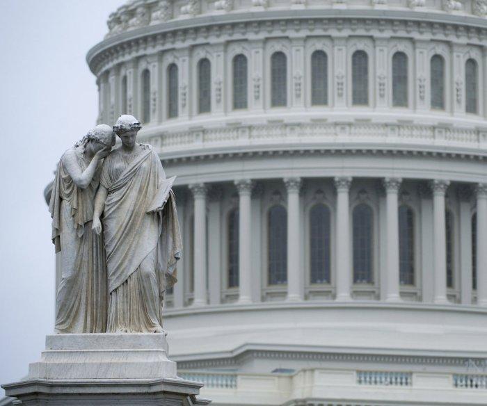 Government shutdown looms as GOP seeks short-term deal