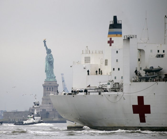 USNS Comfort arrives in N.Y., military mobilizes for COVID-19 fight