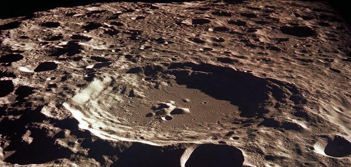 Astronauts view lunar landing site