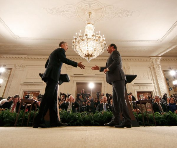 Obama and Hollande discuss fight against Islamic State