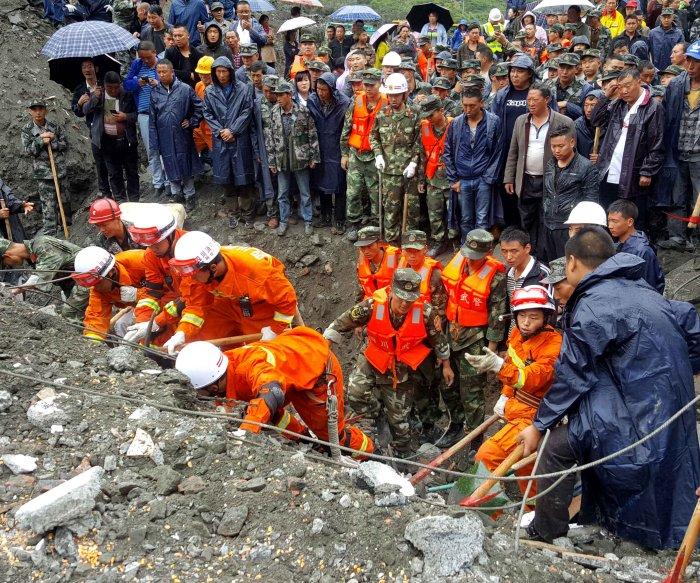 China landslide: 10 killed, at least 90 missing