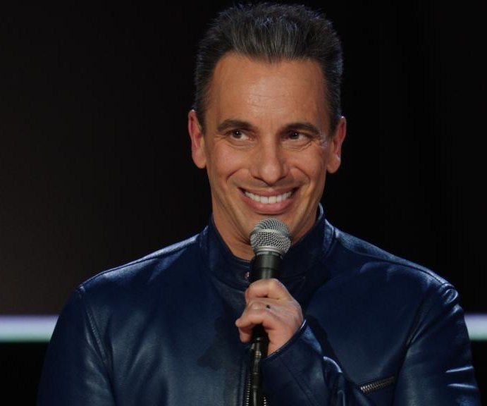 Comedian Maniscalco gets dramatic in 'Green Book,' 'Irishman'