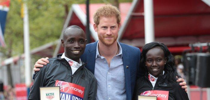 Thousands compete in 2017 London Marathon