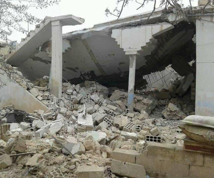 Airstrike kills 33 civilians in Syrian shelter
