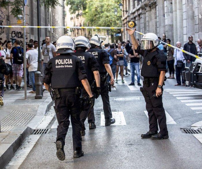 Spanish police hunt van driver from Barcelona terror attack