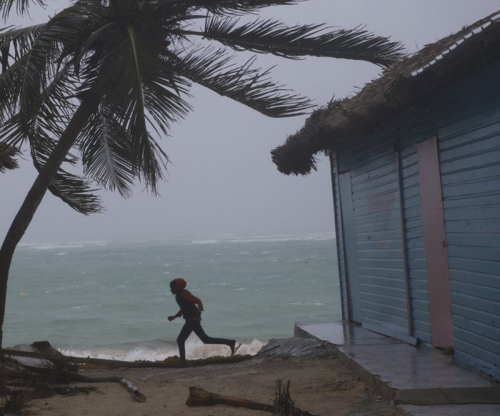 Dominican Republic hunkers down to ride out Maria