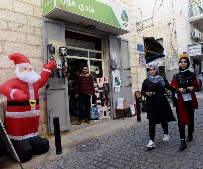 Bethlehem quiet as Christmas season begins without tourists