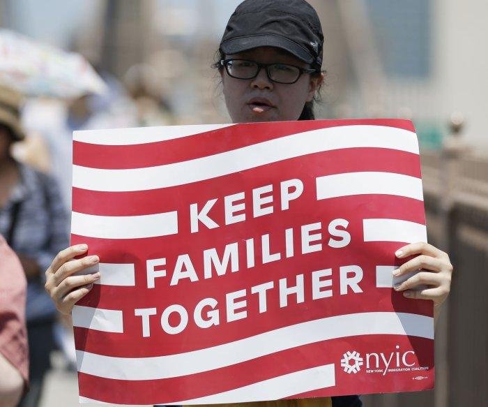 Judge halts family deportations so children can seek asylum
