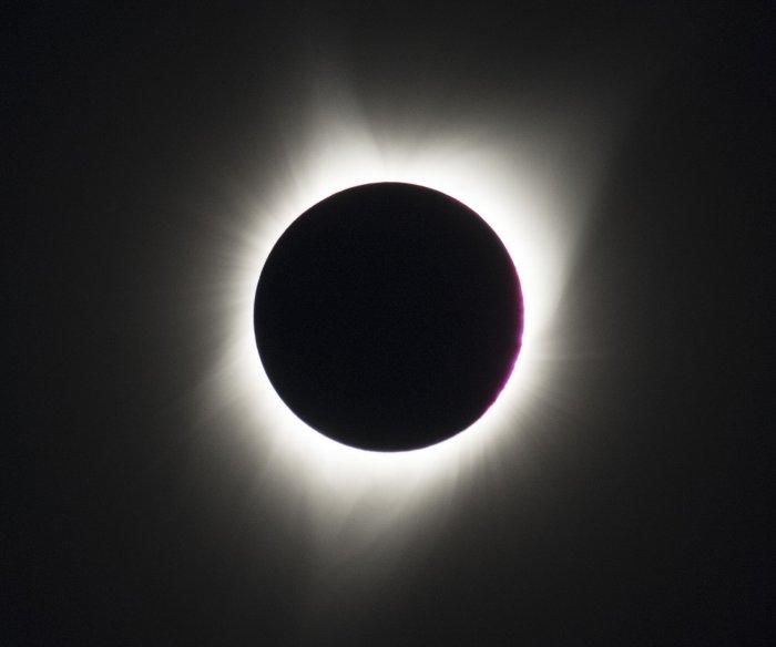 Eclipse crosses U.S. as millions view historic sight