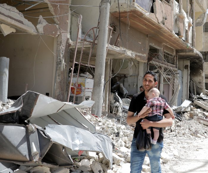 Chemical weapons experts collect samples in Syrian city