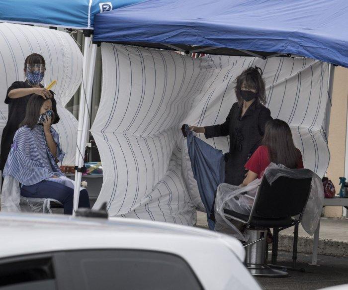 COVID-19 cases in U.S. decline to 52,800; Trump to visit Ohio
