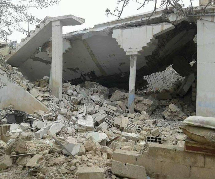 Airstrike kills 33 civilians in Syrian shelter
