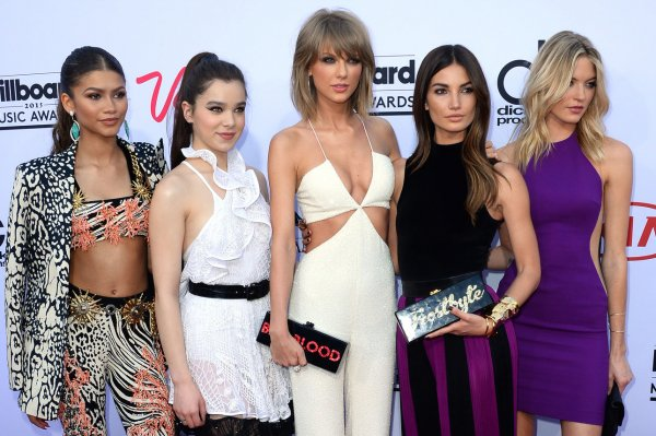 2015 Billboard Music Awards: The Red Carpet