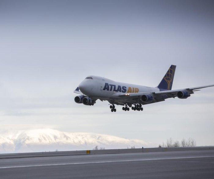Boeing 767 cargo jet crashes into bay near Houston; 3 aboard