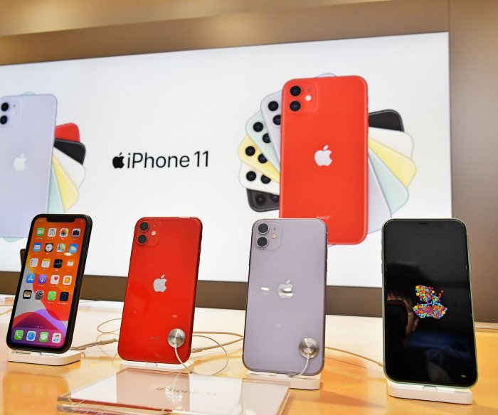 Apple posts record quarter on iPhone, wearable sales