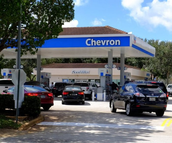 U.S. gas prices holding steady