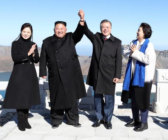 Moon, Kim visit sacred volcano mountain on summit's final day