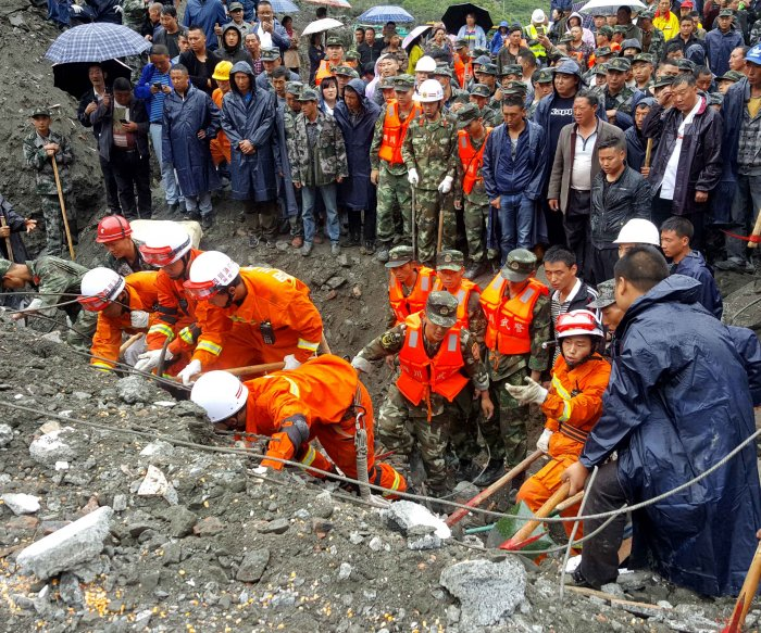 China landslide: 10 killed, at least 90 missing