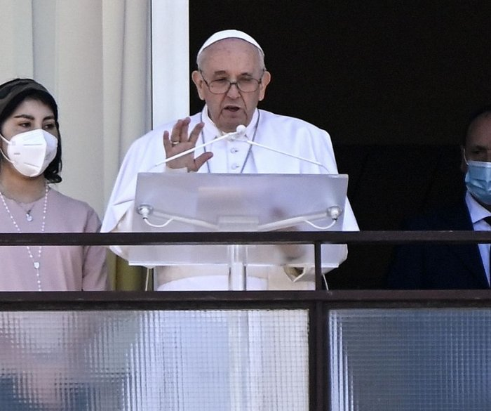 Pope Francis calls for 'concrete' aid to Lebanon in return to weekly address