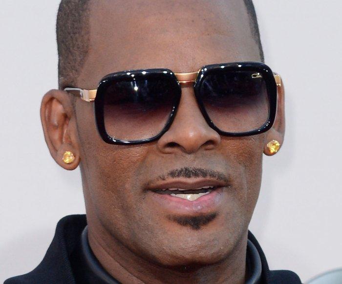 R. Kelly's bond set at $1M on criminal sex abuse charges